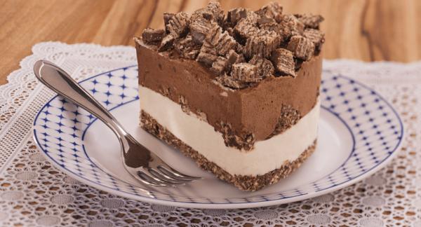 Torta de Chocolate Preto e Branco com Chocks Isabela